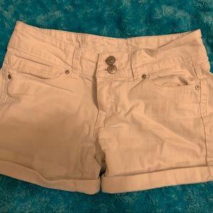 white jean medium waisted shorts